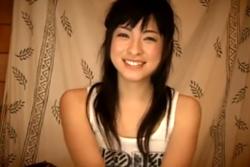 笑顔が可愛い美少女と3P