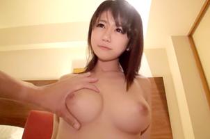 【隠し撮り】買い物の流れで友達の家に入る女のドキュメント映像!