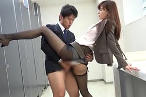 女子社員だけの部署に男はボク1人。