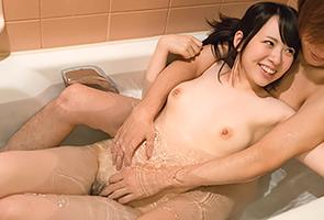 これがリア充か…ナンパした美少女を難なくお風呂に連れ込んでイチャコラする大学生