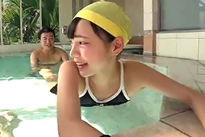 水泳コーチになりすまし美10代小娘たちにせくはら&ナカ出し三昧☆