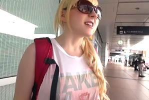 「Youは何しに日本に?」羽田でナンパした西欧美少女を自宅に泊めてエッチ三昧!