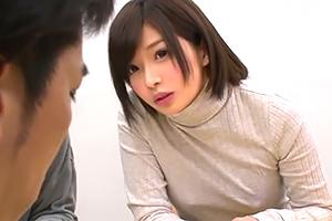 ブラなし派な女親友の胸ポチを凝視してたら目が合ってしまい…