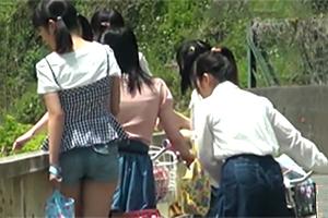 【個人撮影】山梨の山奥で地元の女の子達と一緒に温泉に入ってる映像がヤバい…