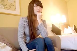 大阪で接客業に勤しむ、関西美女 由珠ちゃん20才と濃密セックス