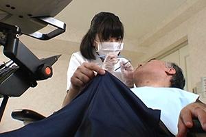 近過ぎる歯科衛生士さんの吐息でうっかり勃起