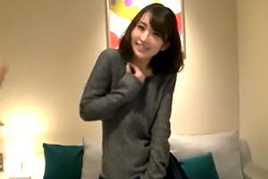 【素人ナンパ】全力で抱きしめたくなるゆるふわ美少女に巨根挿入!