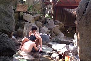 温泉街にいた一般男女を混浴モニター体験
