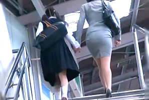 【一部始終】入学式帰りの中○生と母親を駅から尾行してレイプ!