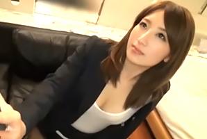 【個人撮影】超美人の後輩を外回り営業中にホテルに連れ込んで…
