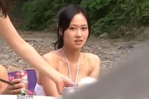 前田敦子 激似の美女が青姦してたんだがwww