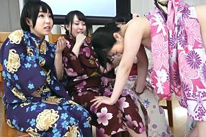 夏祭り帰りの浴衣女子がエッチなジェスチャーゲームに挑戦!