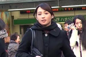 【素人】50歳には見えない美人会社役員がお昼休み中に筆おろし!