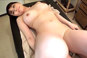【盗撮】頼まれたら断れない柔肌美巨乳エステティシャンと本番!