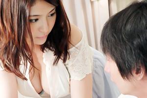 巨乳女教師の誘惑 めぐり