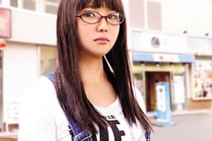 脱がすとGカップ☆地味な雰囲気なのに凄い体を隠してた眼鏡美10代小娘