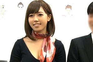 【素人】化粧品メーカーの美人OLが上司の前でローションSEX!