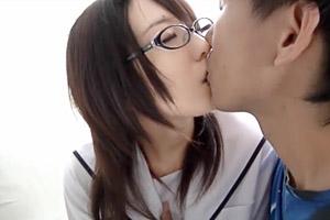 【円光】初めての円光でガチガチの地味JKをキスで落として…
