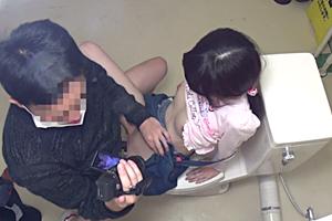 公園のトイレで小●生が