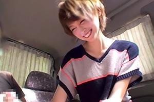 音市美音 この笑顔は天使。めっちゃ可愛い美少女が車内で手コキ