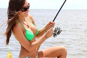 外人のビキニで釣りをする姿がたまらんのだがwww