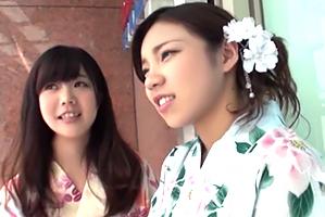 【浴衣ナンパ】千葉の夏祭りでゲットした19歳の大学生2人組と3P!