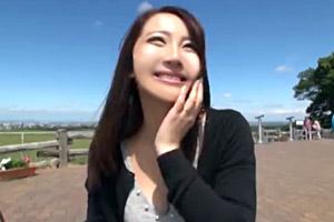 北海道でのびのび生活する爆乳人妻をナンパ!