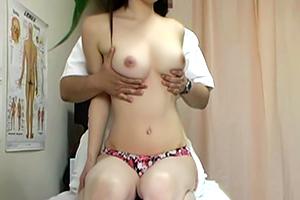 【盗撮】天然美乳のヘルス嬢の色白美乳