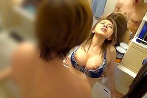 36歳の不倫グセのあるエロい人妻を連れ込んで洗面所で抱く!