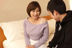 奥田咲 Hカップの美女が母性全開で童貞筆下ろし!