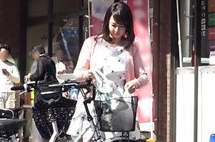 【素人】スーパーで美人ママチャリ妻をナンパしてカーSEX!