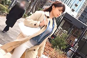 【素人】視線を釘付けにする巨乳バスガイドを新宿でナンパ!