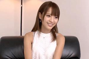 桃乃木かな インタビュー中の美少女にいきなり挿入してみた