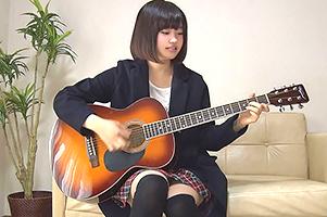 【素人】脱いだら爆乳!な19歳の童顔シンガーソングライター