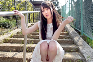 ありえないほどスレンダーなパイパン美少女がAVデビュー!