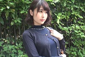 「ゴム付けて…」秋田の色白美巨乳セレブ妻に勝手に生挿入!