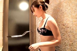 【個人撮影】顔が小さくてスタイルがいいお団子女子大生のラブホセックス!