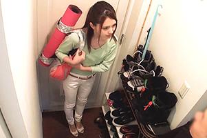 【盗撮】出張レッスンの美人ヨガ講師を自宅で犯す一部始終!