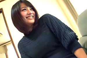 「挿れて…」センズリ鑑賞で我慢できずしゃぶりついて挿入求めるムチムチHカップ奥さん!
