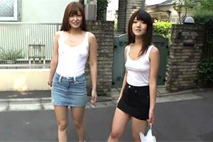 夏休みは基本的にノーブラ!簡単にヤらせてくれる同じアパートのビッチ大学生2人組!