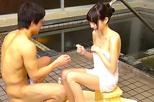 「姉ちゃん美乳だな…」スレンダー巨乳の姉と混浴でエッチなミッションにチャレンジ!