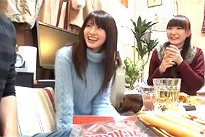 【個人撮影】宅飲みで酔った勢いで男友達と簡単に乱交する最近の女子大生の悪ノリ一部始終!