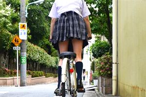 「私でよかったら…する?」自転車JKのパンチラに見とれて追跡したらヤれた!