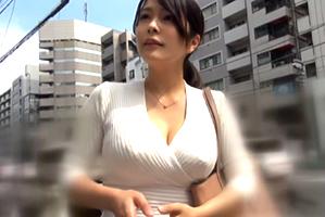【素人】40歳でこのおっぱいは凄い!垂れ知らずの爆乳奥様をナンパ!