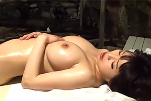 【盗撮】B99-W57-H86cmIカップの神プロポーションセレブ人妻を悪徳オイルマッサージ!
