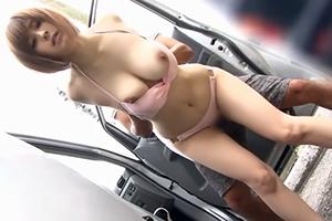 【海ナンパ】水着を外すと美巨乳!勃起不可避な長身爆乳女子大生を車の陰で青姦!