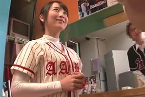 野球の打撃練習場で働くアルバイトの爆乳爆尻女子大生を死角の多い店内でレイプ!