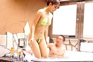 【盗撮】用意された水着は極小ビキニ!ジャグジーバスで部長の性接待させられる美人新入社員!