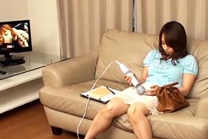 美熟女ナンパ!健康機器モニターと称して電マを渡し、退室。10分後に覗いてみたら…