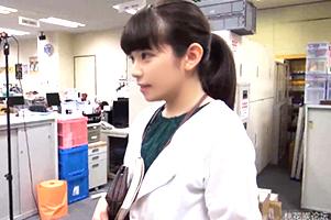 【素人】アダルト動画を直視できない超絶初心なWebプロモーション部のエッチな撮影に成功!